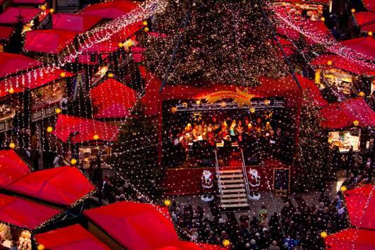 http://www.koelnerweihnachtsmarkt.com/wp-content/uploads/2016/10/weihnachtsmarkt-am-koelner-dom-br-chormusik-unter-dem-sternenhimmel-f5.jpg