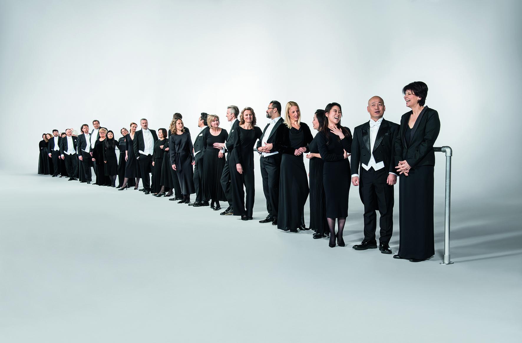"""Das WDR Mitsing-Konzert: Live-Schaltung """"Sing with Simon Halsey"""" aus dem WDR Funkhaus mit dem WDR Rundfunkchor"""